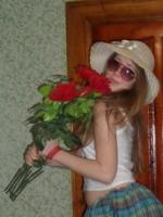 3 алые розы