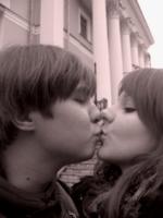 поцелуй на прощанье у вокзала