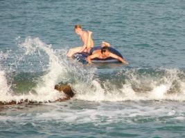 Кто быстрей: человек или волна?