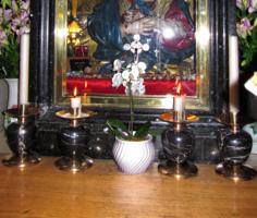 У Святой Иконы