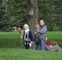 На братских могилах...