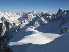 Вид с пика Эгюий-дю-Миди (Альпы)