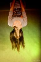 на потолке=))