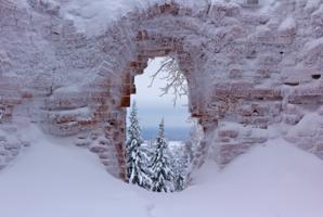 Из окна заиндевевшего монастыря