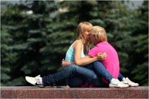 Поцелуя нежное касанье...