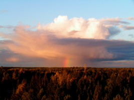 Вечерняя далекая радуга