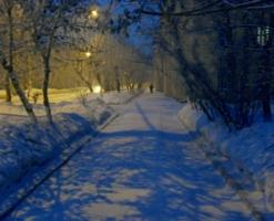 Зимний вечер на тихой улице.
