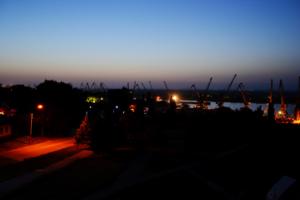 и ночью город пашет