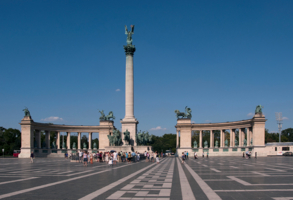 Колоннада площади Героев