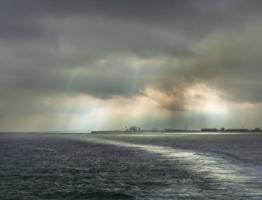 Отплывая к туманному острову
