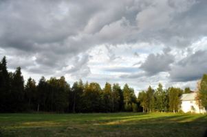 Небо хмурится,а солнце светит)