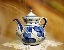 Чайник с синими цветами