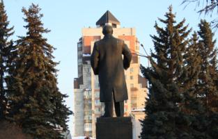 Ленин в китайской панаме;)