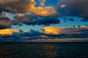 Небо. Море. Облака.