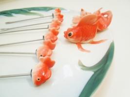 Золотых рыбок должно быть много)