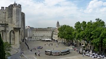 Дворцовая площадь в Авиньоне