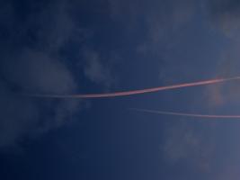 Красный след в небе