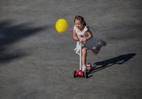 Девочка и шарик!!!