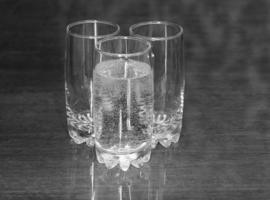 Три стакана.