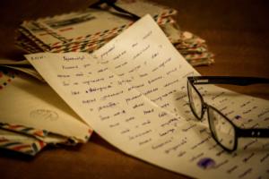 Старые письма с кляксами слез...