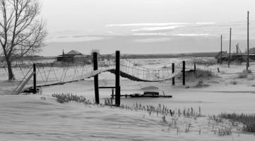 Мост над бурной рекой...