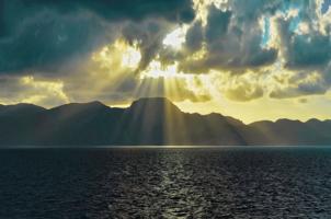 небо,скалы,море