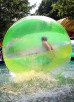 Девочка в шаре