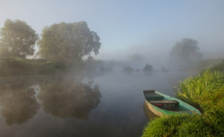 На реки сонные нисходит тишина