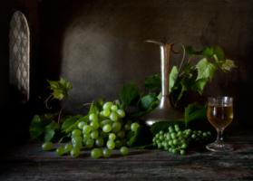Натюрморт с зелёным виноградом