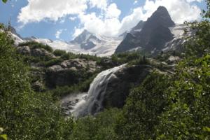 Водопад ледника Алибек.