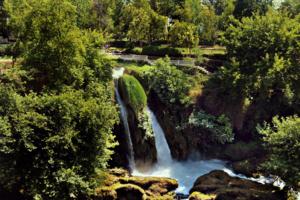 Водопад в парке..