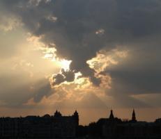 Спорит Солнце с облаками...