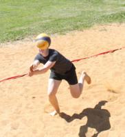 Голова занята волейболом
