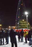 у новогодней елки  1 января.