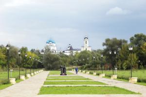 С видом на мужской монастырь