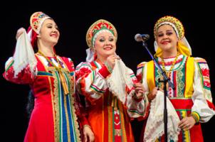 Три девицы,три певицы