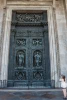 Врата Исаакиевского собора