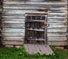 """""""Я, век свой доживающая дверь.."""