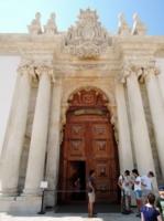 Вход в храм Науки