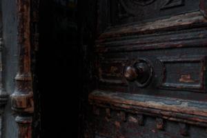 старые двери старого дома