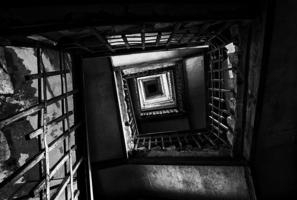 Тернистый путь к чёрному квадрату