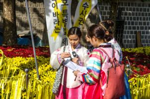 Молодые жители Сеула