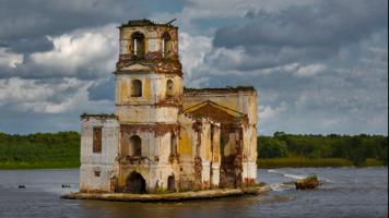 Руины Храма Рождества Христова в Белозерье.