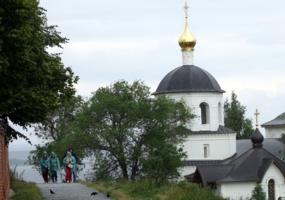 Туристы в Свияжске