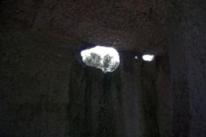 В темнице сырой