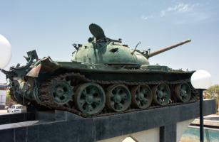 По танку вдарила болванка...