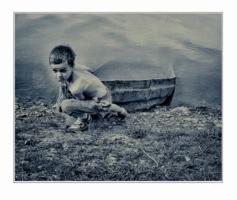 Мальчик и лодка...