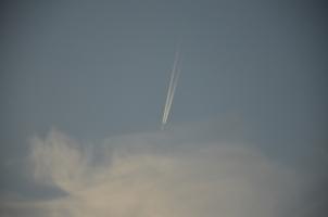 Улетающий вдаль самолёт