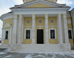 Колонны Успенского храма.