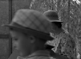 Две соломенные шляпки